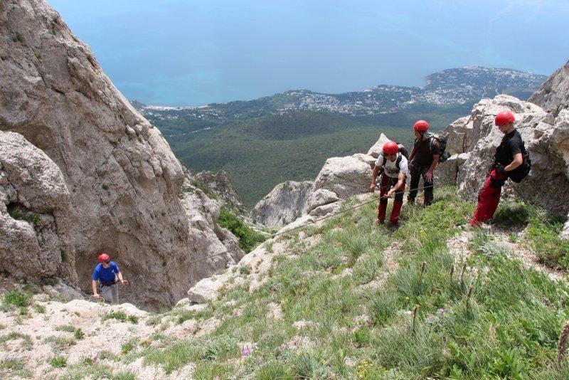 Крымским спасателям, отправившимся покорять горные вершины, пришлось убирать там мусор за нерадивыми туристами (ФОТО), фото-3