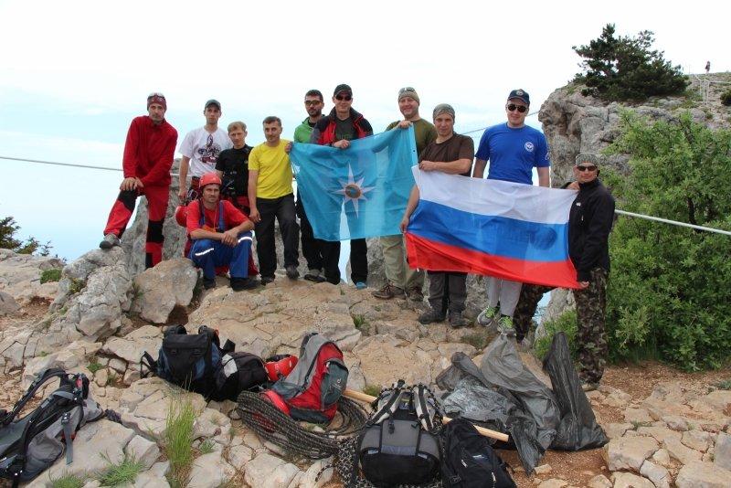 Крымским спасателям, отправившимся покорять горные вершины, пришлось убирать там мусор за нерадивыми туристами (ФОТО), фото-6