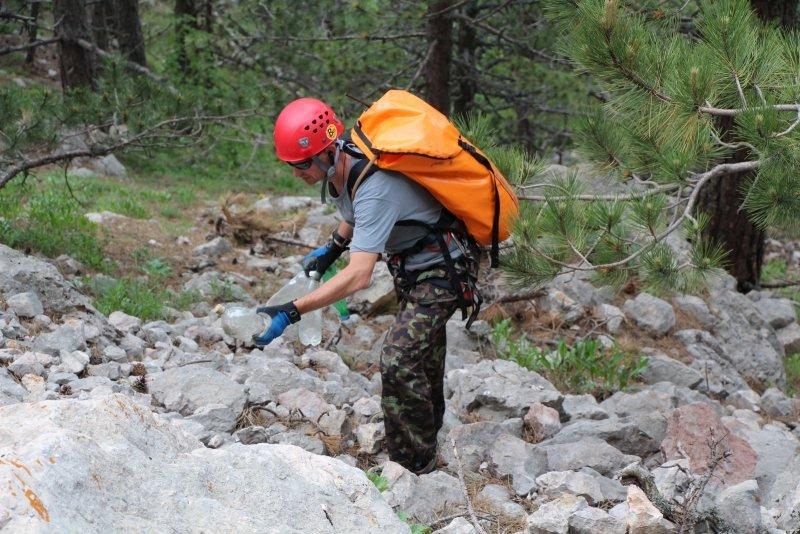 Крымским спасателям, отправившимся покорять горные вершины, пришлось убирать там мусор за нерадивыми туристами (ФОТО), фото-4