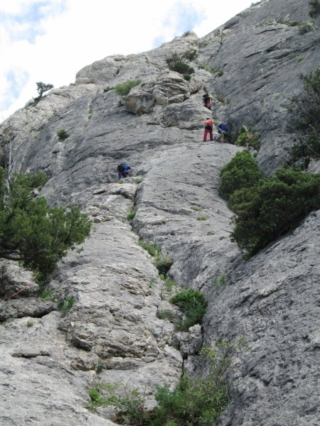 Крымским спасателям, отправившимся покорять горные вершины, пришлось убирать там мусор за нерадивыми туристами (ФОТО), фото-1
