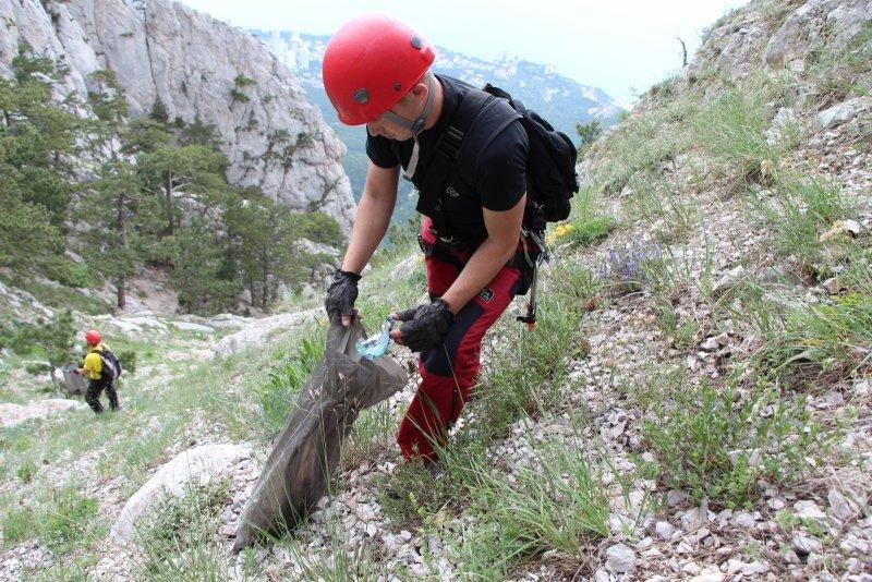 Крымским спасателям, отправившимся покорять горные вершины, пришлось убирать там мусор за нерадивыми туристами (ФОТО), фото-5
