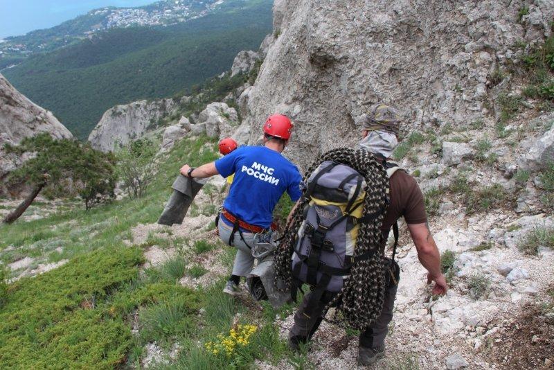 Крымским спасателям, отправившимся покорять горные вершины, пришлось убирать там мусор за нерадивыми туристами (ФОТО), фото-2
