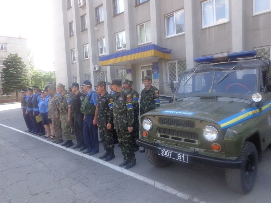 Традиционный инструктаж личного состава милиции на площади Шибанкова в Красноармейске (фото) - фото 2