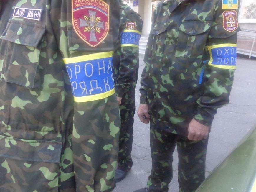 Традиционный инструктаж личного состава милиции на площади Шибанкова в Красноармейске (фото) - фото 1