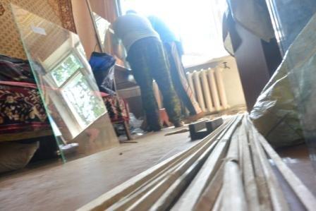 В Енакиево, на «Фильтровальной» продолжают устанавливать новые стекла, фото-3