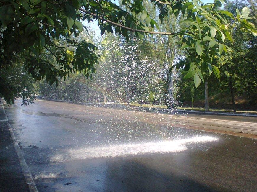 В Мариуполе забил «фонтан» (ФОТО) (фото) - фото 1