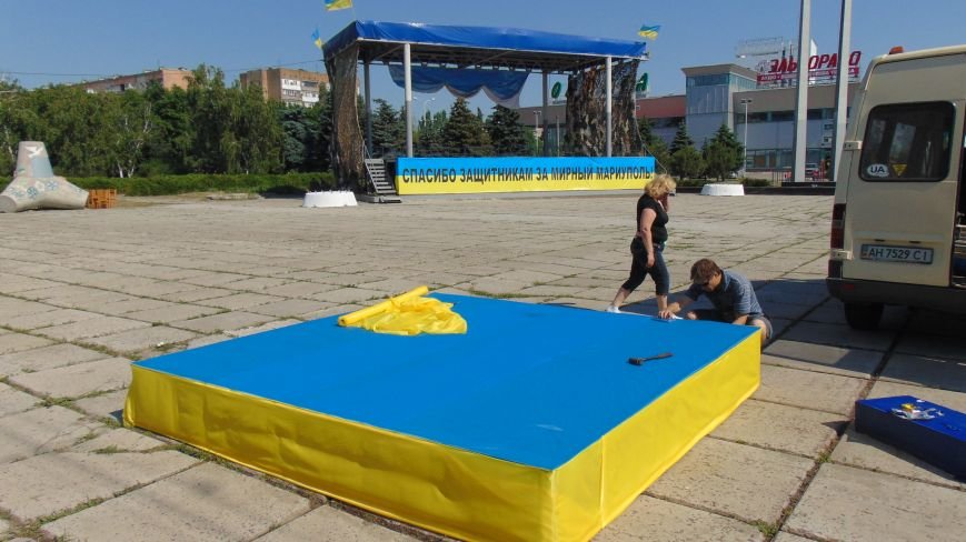 В Мариуполе строят трибуну для Авакова и Турчинова? (ФОТОФАКТ) (фото) - фото 1