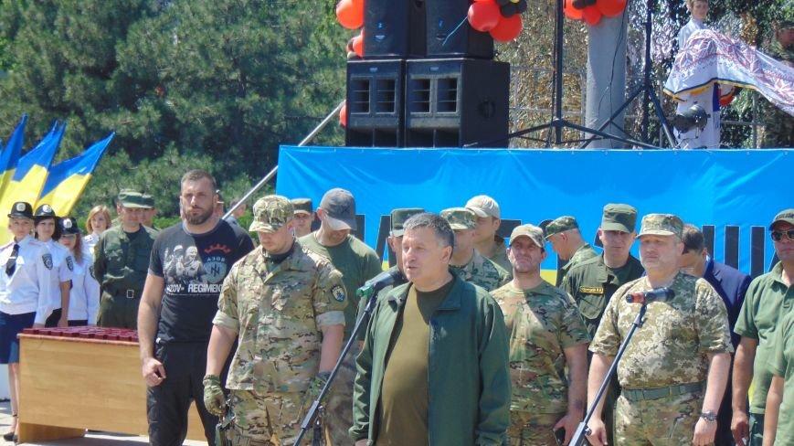 В Мариуполе над головами Турчинова, Авакова, Ляшко  и Геращенко замечено НЛО (ФОТОФАКТ) (фото) - фото 1
