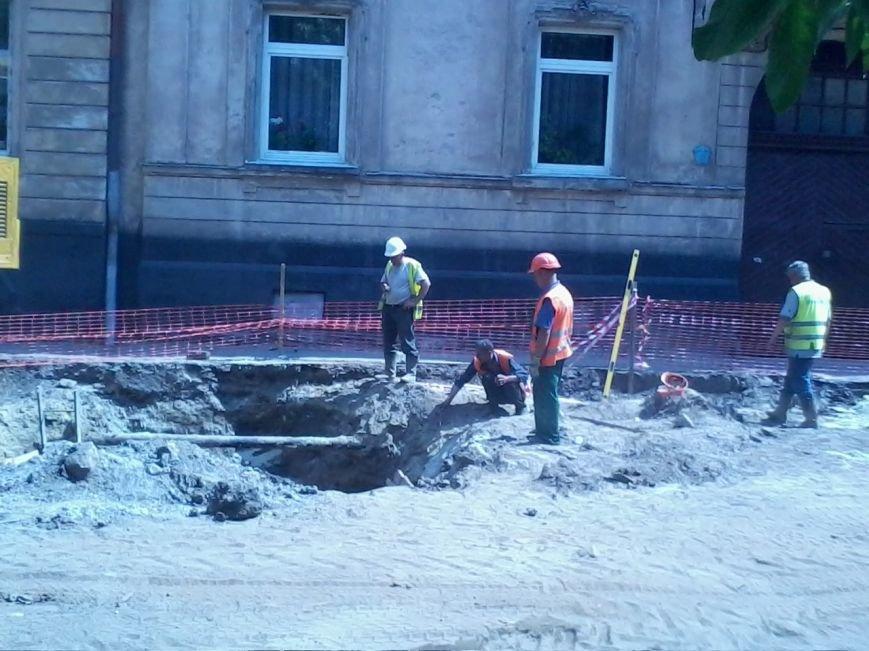 Ні пройти ні проїхати: як у Львові ремонтують дорогу на вулиці Б.Хмельницького (ФОТО), фото-5
