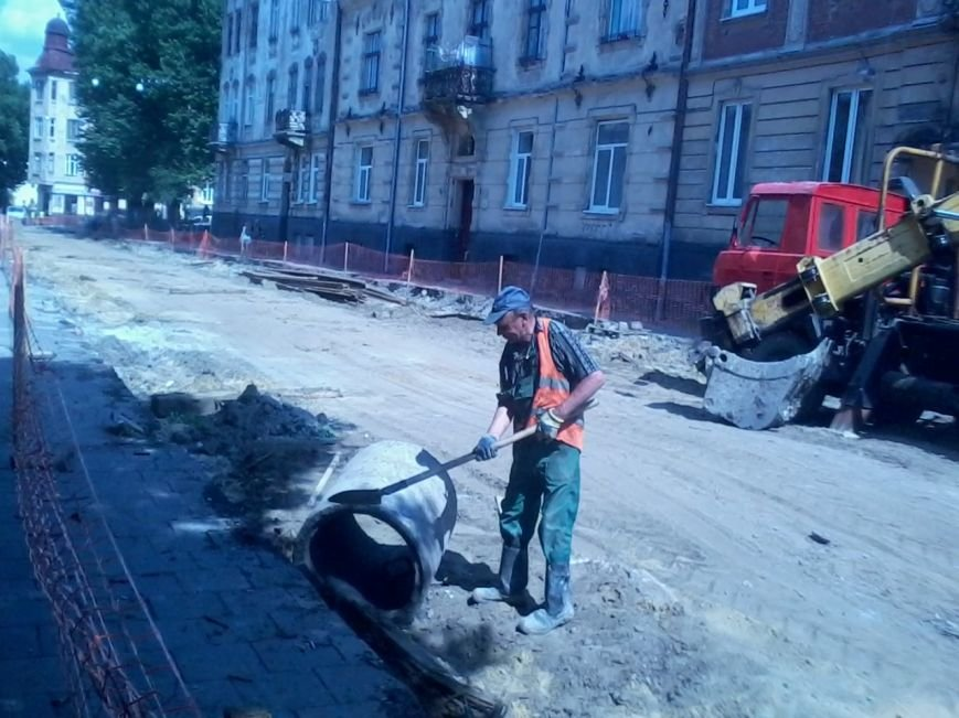 Ні пройти ні проїхати: як у Львові ремонтують дорогу на вулиці Б.Хмельницького (ФОТО), фото-4