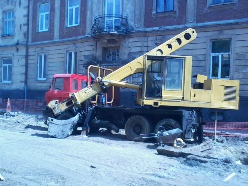 Ні пройти ні проїхати: як у Львові ремонтують дорогу на вулиці Б.Хмельницького (ФОТО), фото-3