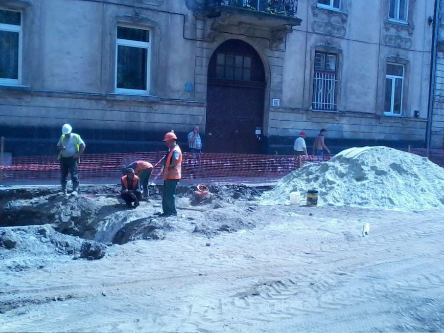 Ні пройти ні проїхати: як у Львові ремонтують дорогу на вулиці Б.Хмельницького (ФОТО), фото-2