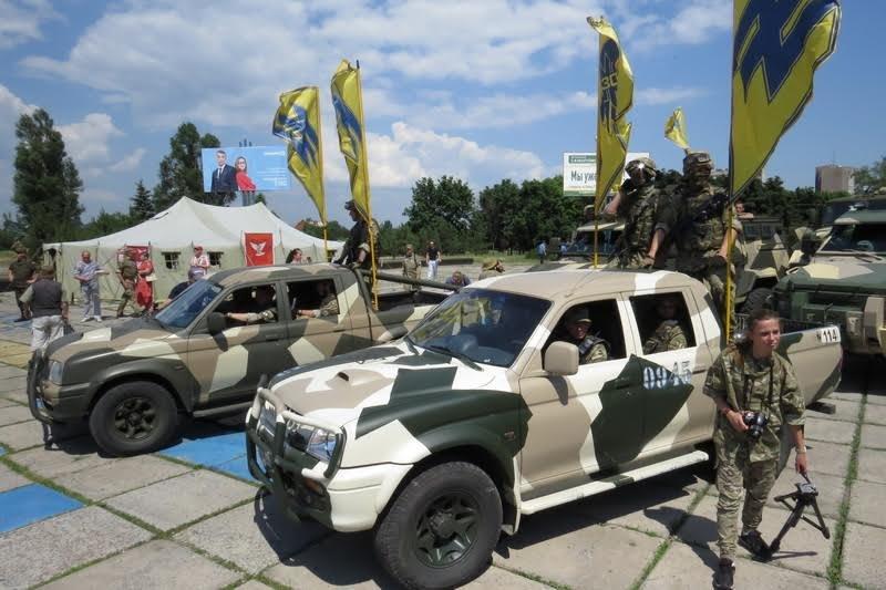 В Мариуполе парад военной техники прошел скромно (ФОТО) (фото) - фото 1