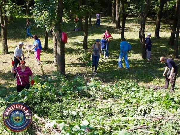 В Макеевке продолжается благоустройство «Северного» парка. На очереди - третий народный субботник! (фото) - фото 1