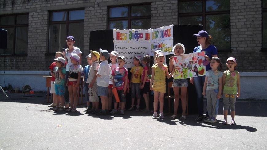 «Нести добро – значит, нести мир»: церкви Красноармейска организовали детский христианский лагерь (фото) - фото 1
