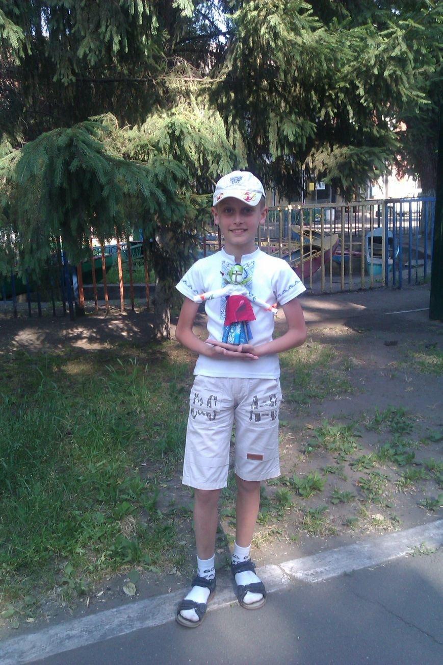 В парке Днепродзержинска прошел мастер-класс по изготовлению оберегов (фото) - фото 6