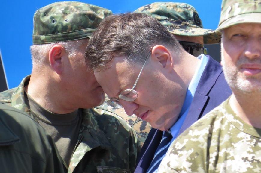 Билецкий и Мосийчук расхаживали по Мариуполю с георгиевскими ленточками на груди (ФОТО) (фото) - фото 1