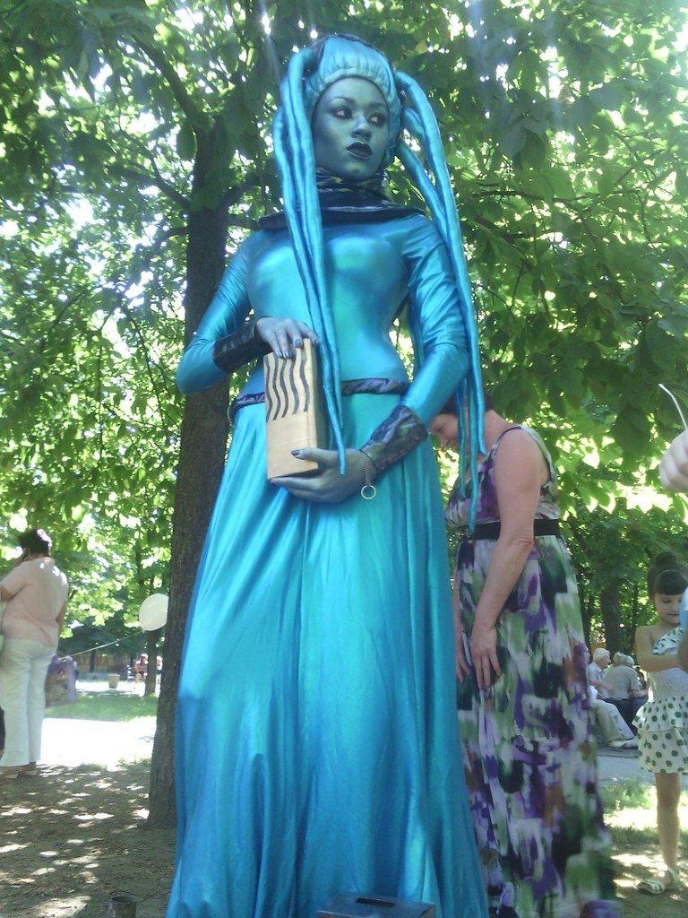 В николаевском сквере поселились живые скульптуры (ФОТО) (фото) - фото 1
