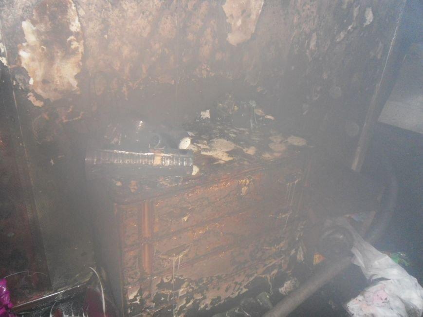 В Днепродзержинске из горящей квартиры спасли двух человек, фото-10