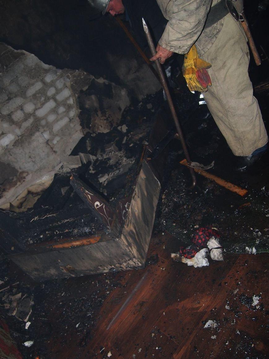 Из горящей квартиры в Днепродзержинске спасены два человека (фото) - фото 4