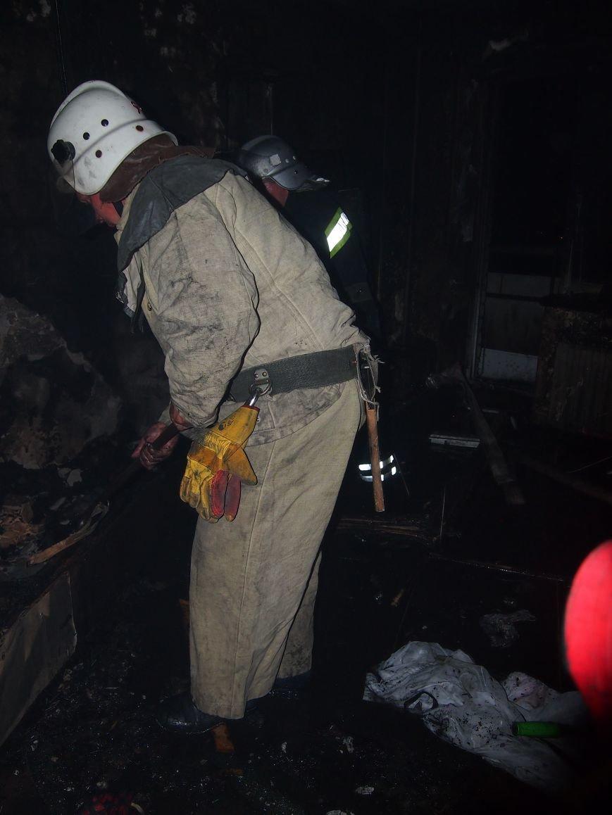 Из горящей квартиры в Днепродзержинске спасены два человека (фото) - фото 2