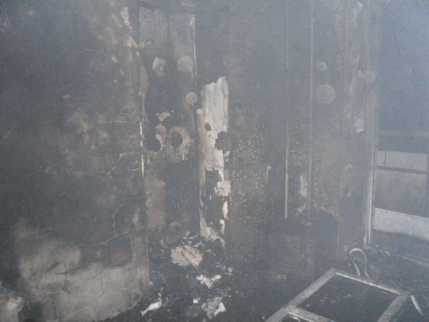 В Днепродзержинске из горящей квартиры спасли двух человек, фото-6