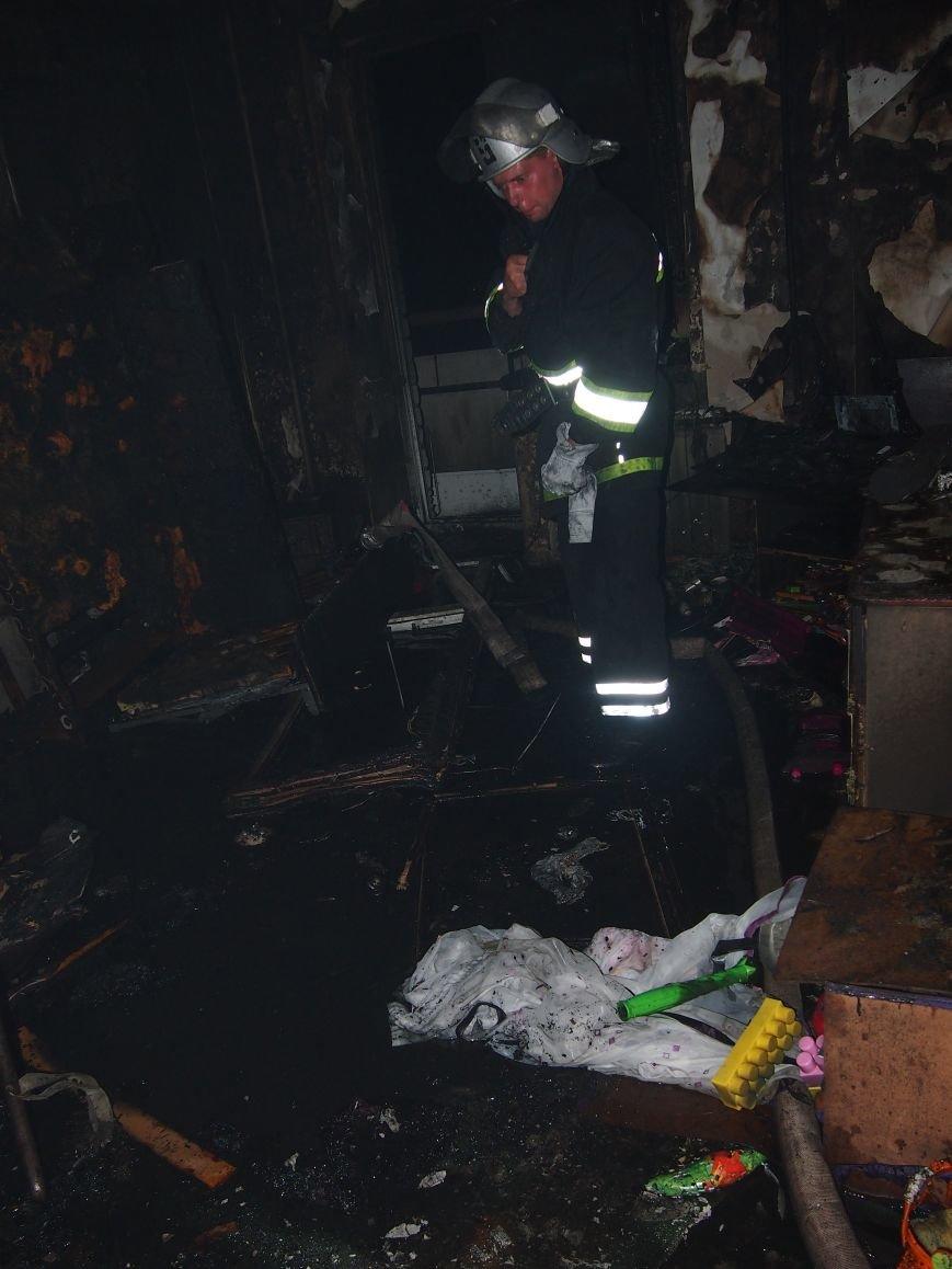 Из горящей квартиры в Днепродзержинске спасены два человека (фото) - фото 5