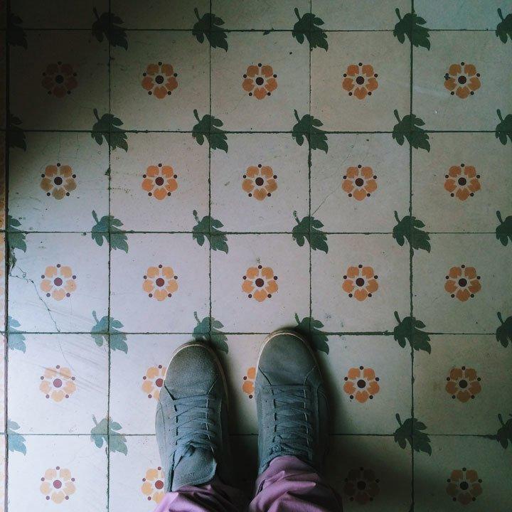 Чернівецький фотограф зібрав колекцію фото старих під'їздів (фото) - фото 1