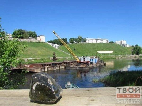Фотофакт: в центре Гродно начались работы по очистке Немана (фото) - фото 7