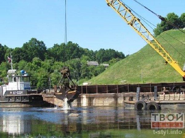 Фотофакт: в центре Гродно начались работы по очистке Немана (фото) - фото 3