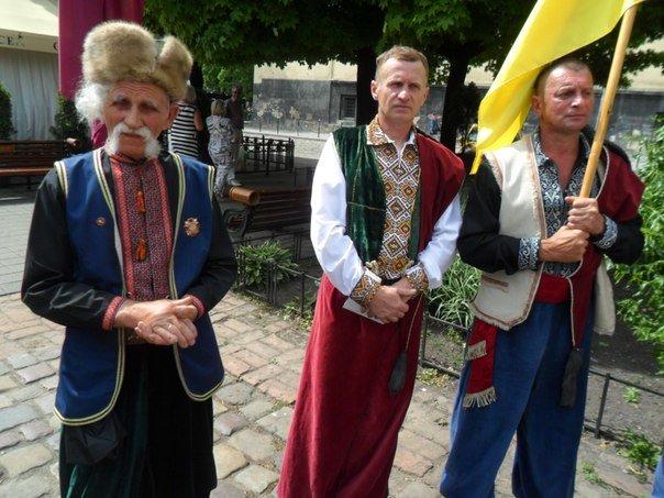 Львівські козаки заявили, що готові воювати з Путіним (ФОТО+ВІДЕО) (фото) - фото 1