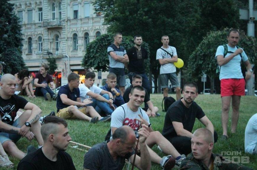 В Киеве на Майдане показали фильм об освобождении Мариуполя (ФОТО) (фото) - фото 1