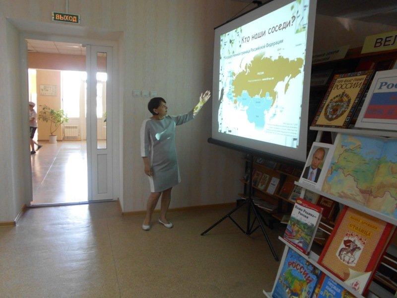 В лабинской детской библиотеке для школьников  организовали патриотический час (фото) - фото 1