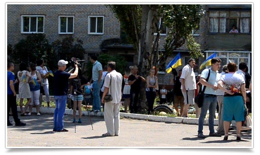 Как в Славянске депутаты  ВР бегают от людей (фото) - фото 5