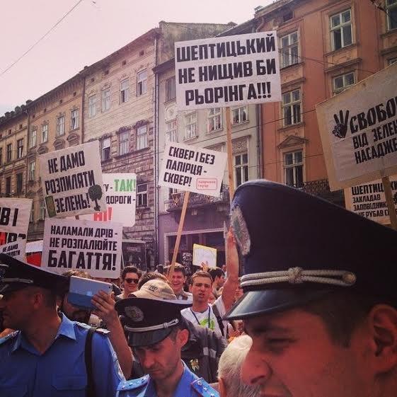 Активісти зібрали більше 2000 звернень до Садового з проханням не руйнувати сквер св. Юра (ФОТО) (фото) - фото 3