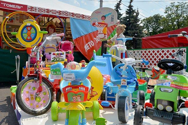 Фотофакт. Гомельская торговля пытается утереть нос любителям черниговских базаров (фото) - фото 1
