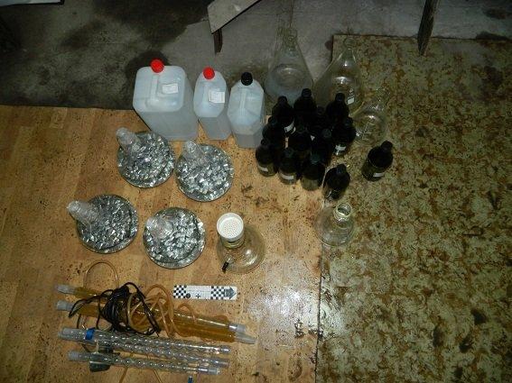 На Подоле в автомастерской изготавливали наркотики (ФОТО) (фото) - фото 1