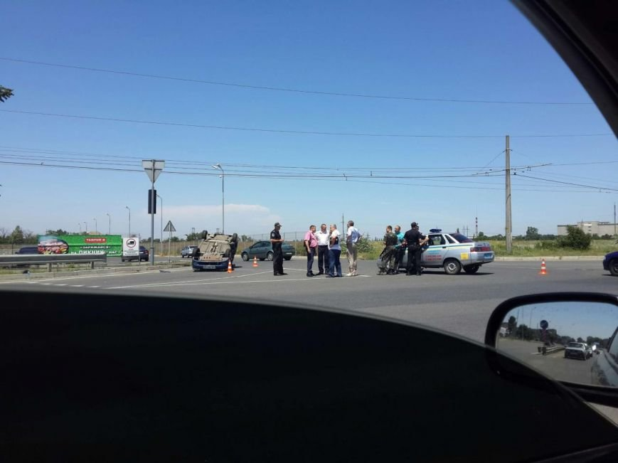При въезде в Одессу перевернулся на крышу легковик (ФОТО) (фото) - фото 1