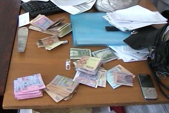 Заввідділенням лікарні на Прикарпатті оголошено про підозру в отриманні хабара (ФОТО) (фото) - фото 1