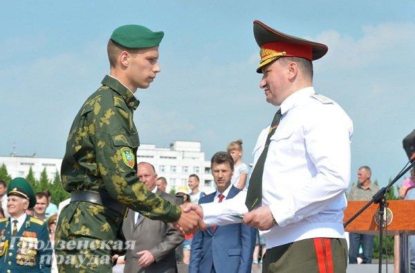 Фотофакт: В Гродно новобранцы-пограничники приняли военную присягу (фото) - фото 6