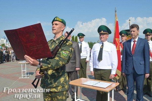 Фотофакт: В Гродно новобранцы-пограничники приняли военную присягу (фото) - фото 4