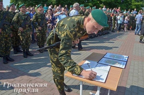Фотофакт: В Гродно новобранцы-пограничники приняли военную присягу (фото) - фото 5