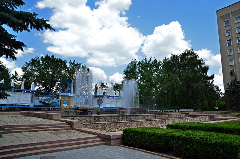 Прохлада по-николаевски: горожане ищут спасения от жары в фонтанах (ФОТОРЕПОРТАЖ), фото-7