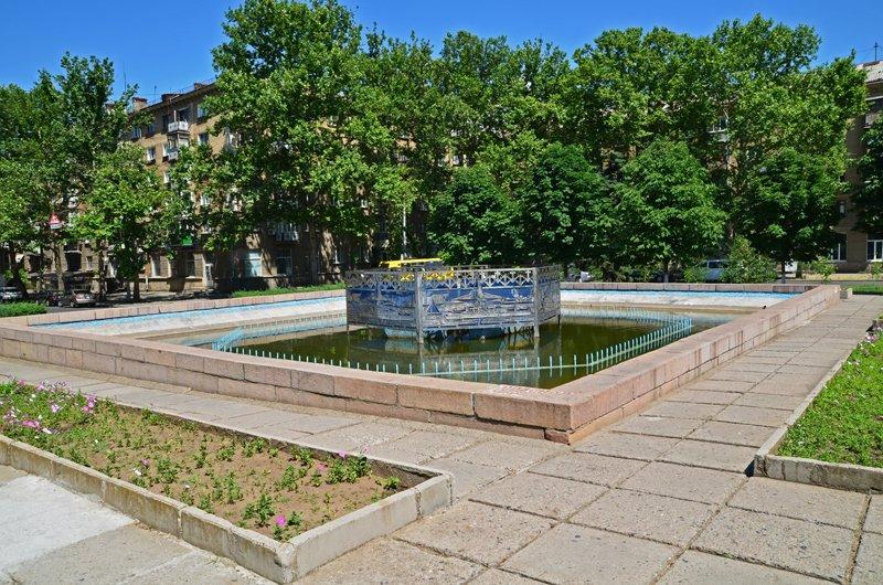 Прохлада по-николаевски: горожане ищут спасения от жары в фонтанах (ФОТОРЕПОРТАЖ), фото-33