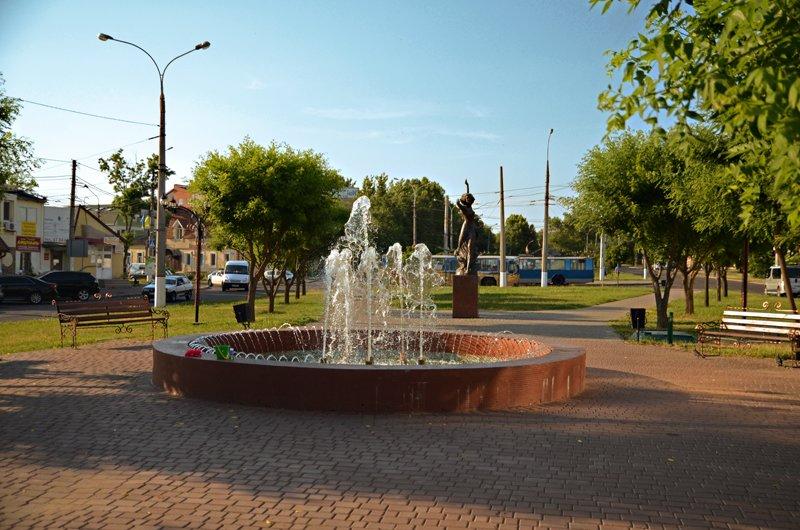 Прохлада по-николаевски: горожане ищут спасения от жары в фонтанах (ФОТОРЕПОРТАЖ), фото-9