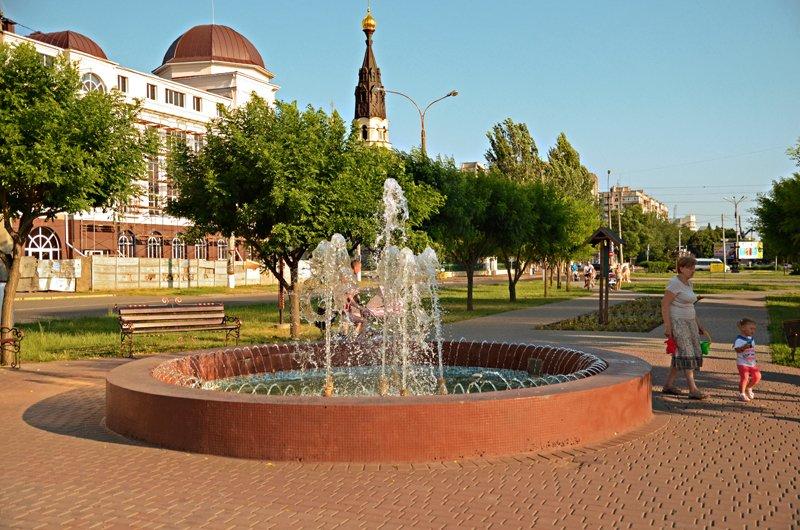Прохлада по-николаевски: горожане ищут спасения от жары в фонтанах (ФОТОРЕПОРТАЖ), фото-11
