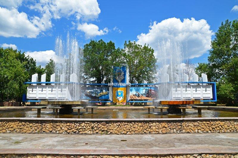 Прохлада по-николаевски: горожане ищут спасения от жары в фонтанах (ФОТОРЕПОРТАЖ), фото-2