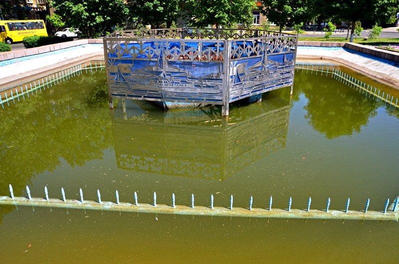 Прохлада по-николаевски: горожане ищут спасения от жары в фонтанах (ФОТОРЕПОРТАЖ), фото-36