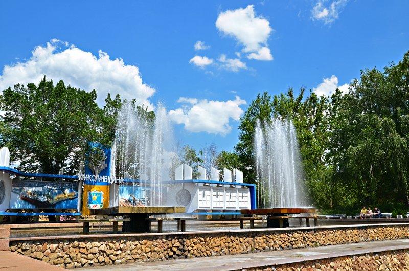 Прохлада по-николаевски: горожане ищут спасения от жары в фонтанах (ФОТОРЕПОРТАЖ), фото-1