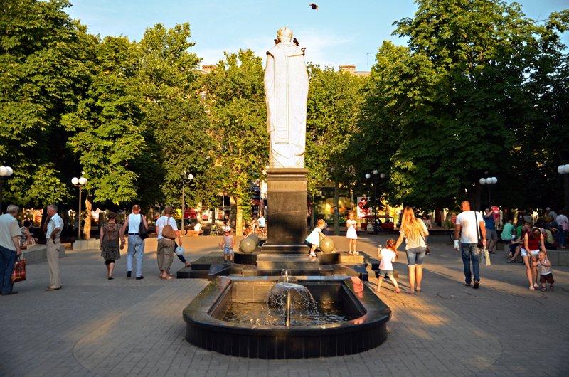 Прохлада по-николаевски: горожане ищут спасения от жары в фонтанах (ФОТОРЕПОРТАЖ), фото-17